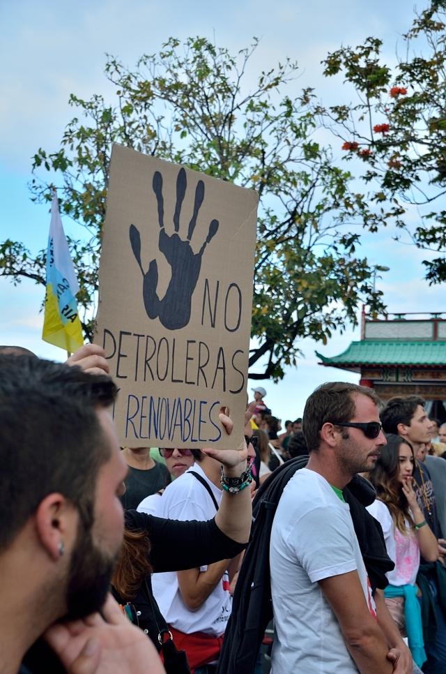 Manifestación contra la extracción de petróleo en las Islas Canarias.