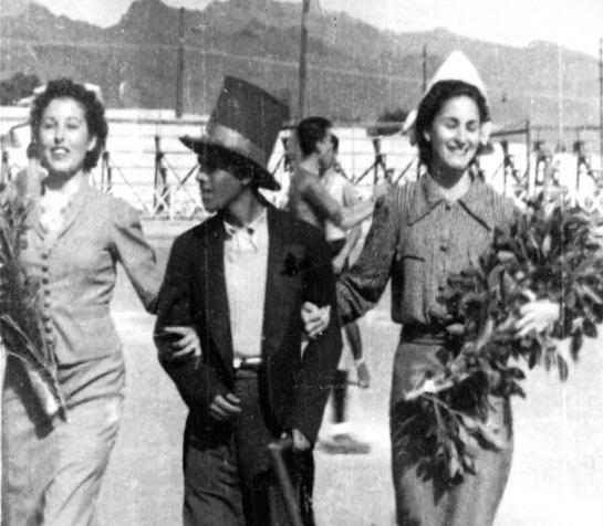 El poeta Venanceo se presenta en el estadio para realizar el saque de honor en un partido del C. D. Tenerife.