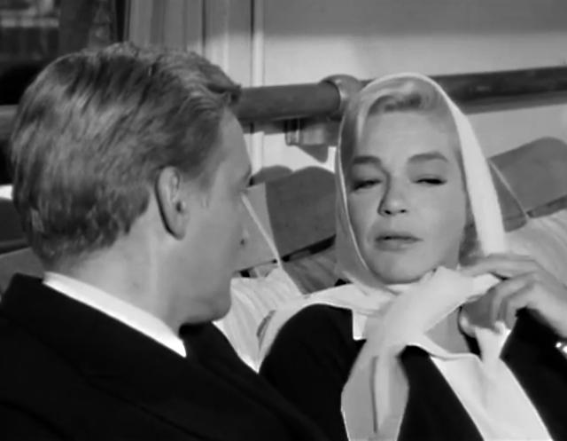 La condesa y el médico del barco se enamoran perdidamente.