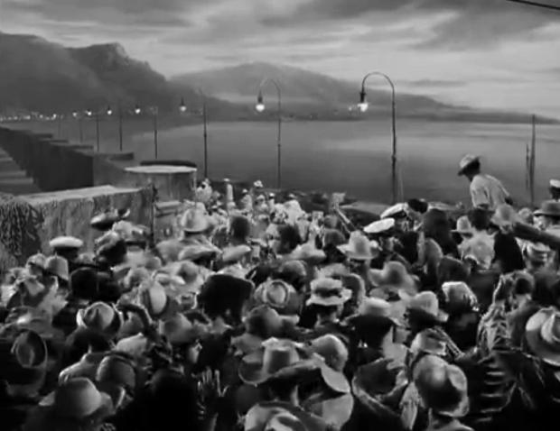Los emigrantes desembarcan en Tenerife.